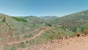 estrada de terra na qual ocorreu acidente bolívia