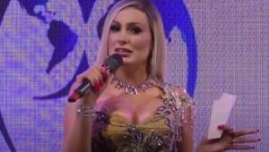 Andressa Urach apresentando o Miss Bumbum