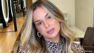 Pamella Gomes de Holanda posando para a foto
