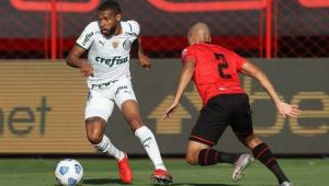 Jogadores em campo na partida entre Palmeiras e Atlético-GO
