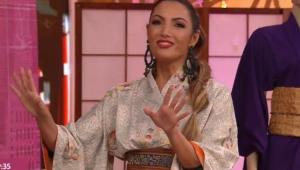 Patrícia Poeta de kimono apresentando o Encontro