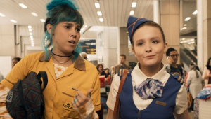 Cena do filme Diários de Intercâmbio com Thati Lopes e Larissa Manoela