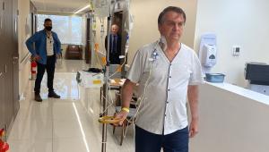 Presidente caminha pelo hospital