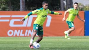 Dudu durante treinamento no Palmeiras