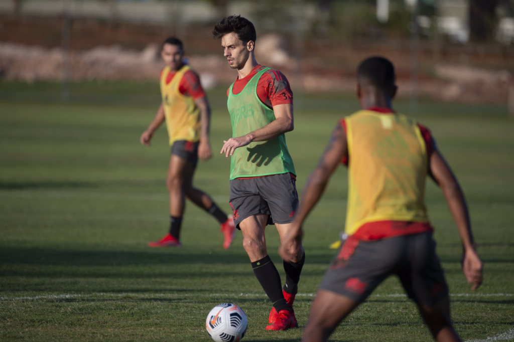 Rodrigo Caio e Bruno Henrique voltam a treinar e podem reforçar o Flamengo na Libertadores