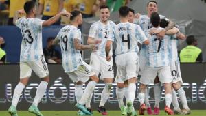 Seleção Argentina comemora gol contra o Brasil
