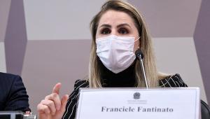 Servidora responsável pelo PNI depõe de máscara