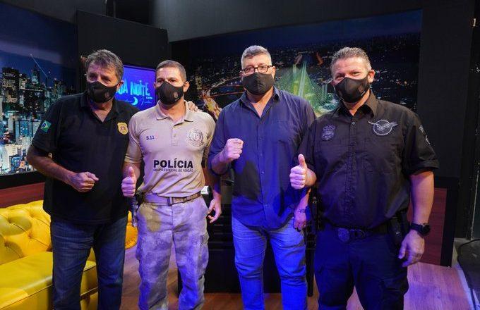 Quatro homens de máscara em ação de fiscalização