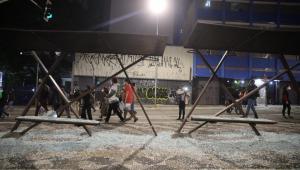 ponto de ônibus depredado na rua da Consolação, em São Paulo
