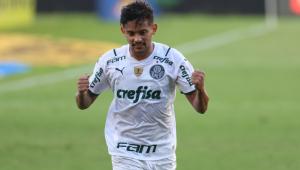 Gustavo Scarpa comemorando gol do Palmeiras diante do Sport