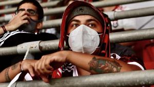 Torcedor do Flamengo assiste partida no Distrito Federal