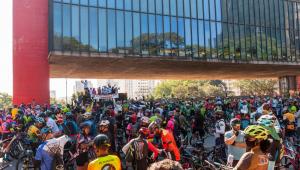 Ciclistas protestam na Avenida Paulista