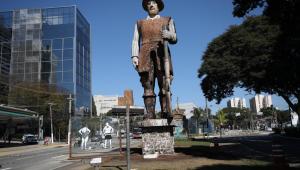 Estátua de Borba Gato na região de Santo Amaro em São Paulo