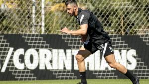 Giuliano durante atividade no Corinthians