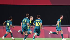 Jogadores da Austrália comemorando gol contra a Argentina