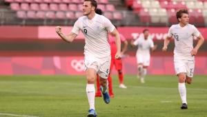 Chris Wood comemorando gol da Nova Zelândia