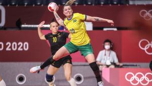 O Brasil perdeu para a Suécia na penúltima rodada da fase de grupos do handebol feminino nas Olimpíadas de Tóquio