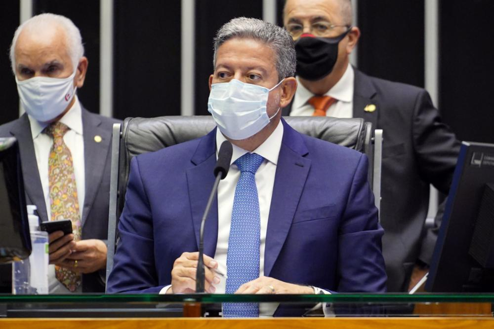 O presidente da Câmara, Arthur Lira, de máscara