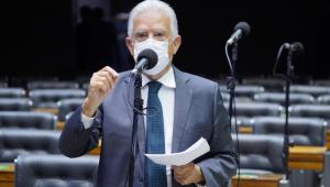 Deputado Rubens Bueno em discussão na Câmara