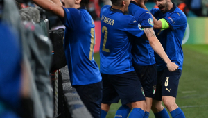 Jogadores da Itália comemorando gol na Eurocopa