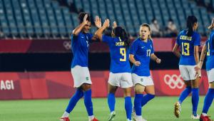 Jogadoras comemorando gol do Brasil