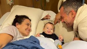 Kyra Gracie e Malvino Salvador junto com o filho Rayan no hospital