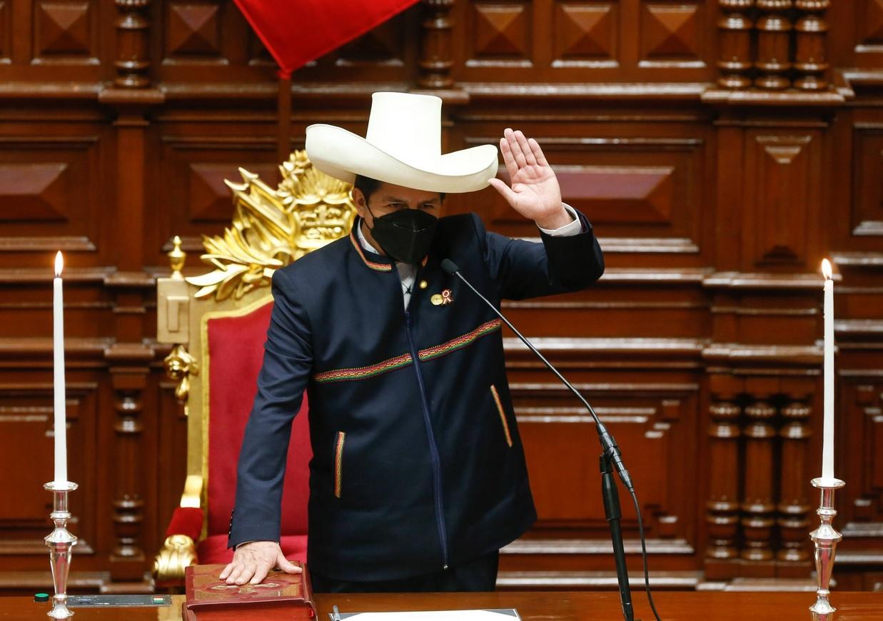Pedro castillo assumindo presidência do peru