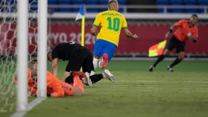 Richarlison comemorando gol contra a Alemanha