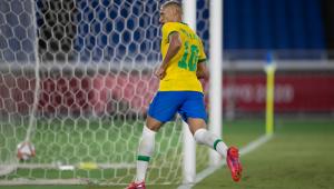 Richarlison comemora terceiro gol do Brasil contra a Alemanha, nos Jogos Olímpicos de Tóquio