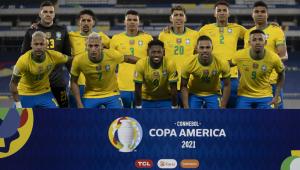 Jogadores da seleção brasileira posam para foto antes de partida contra o Chile pela Copa América
