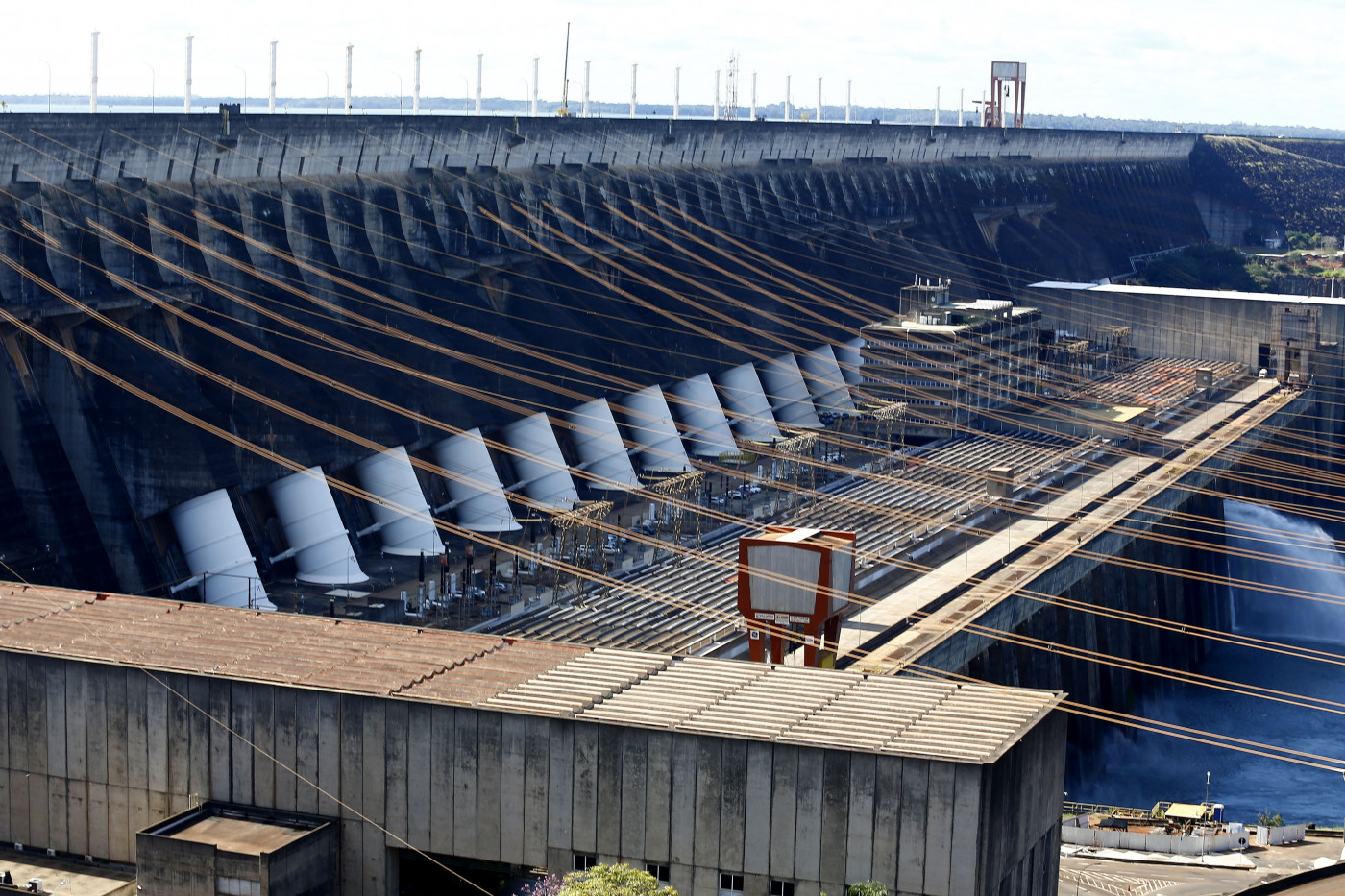 Vista geral da Usina Hidrelétrica de Itaipu, em Foz do Iguaçu (PR)