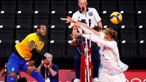 Jogadores do Brasil contra jogadores franceses