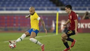 Marcador por jogador da Espanha, Daniel Alves tenta fazer jogada