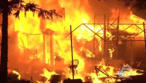 fogo incendiando casa
