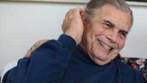 O ator Tarcísio Meira sorrindo