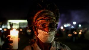 Indígenas se reúnem na Praça dos Três Poderes para forçar os Ministros do STF na votação do Marco Temporal para demarcação de terras indígenas.