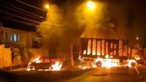 veículos pegando fogo