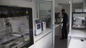 Vista do contêiner laboratório móvel para a realização de testes de coronavírus