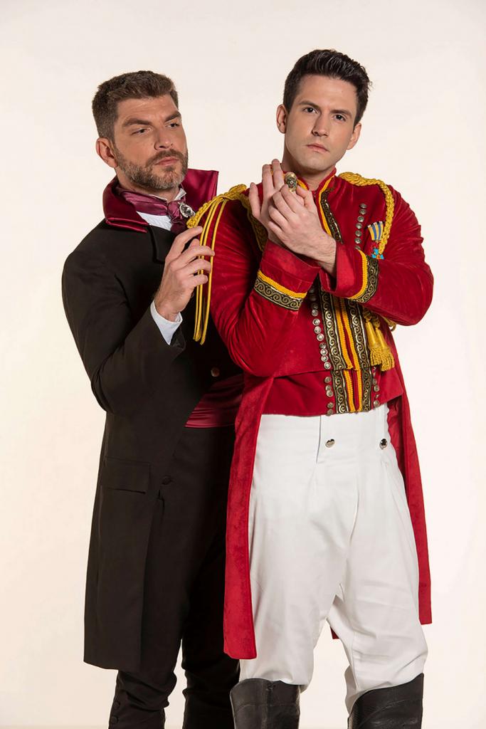 Conrado Helt como Sebastian e André Loddi como Príncipe Topher