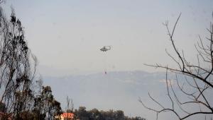 helicóptero tentando interromper incêndio na argélia