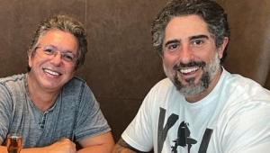 Boninho e Marcos Mion sorrindo