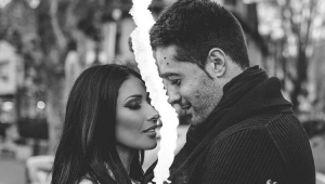 Simaria de olhos fechados de frente para o ex-marido, Vicente Escrig