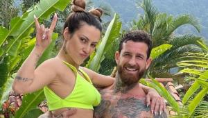 Leandro D'Lucca segurando Cleo no colo