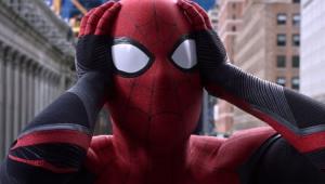 Homem-Aranha com as mãos na cabeça