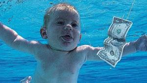 Capa do álbum do Nirvana com bebê nadando em direção a uma nota de dólar