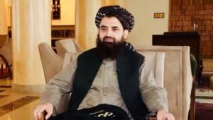 Abdulhaq Wasiq sentado em uma cadeira