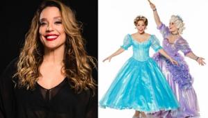 Montagem com Helga Nemetik sorrindo e caracterizada como Fada Madrinha junto com a atriz que vive Cinderella