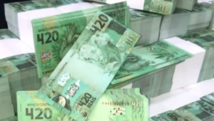 Notas de R$ 420 falsas