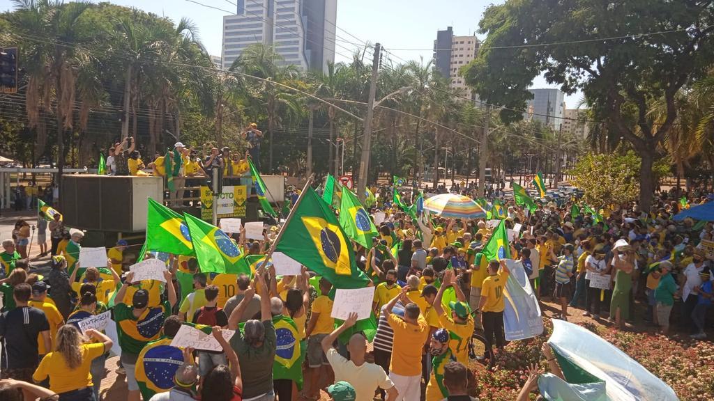 Manifestantes reunidos em Goiânia em ato a favor do voto impresso