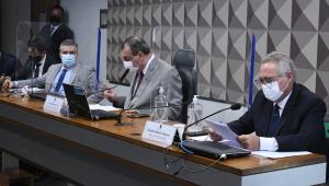 Mesa de comissão durante depoimento